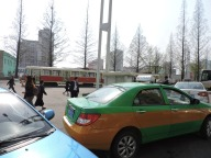 Taxi waiting at the station... I took taxi 3 times on this trip... :P
