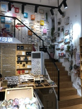 A lovely souvenir shop at shapowei