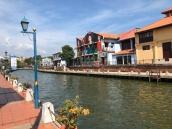 River cruise along melaka river