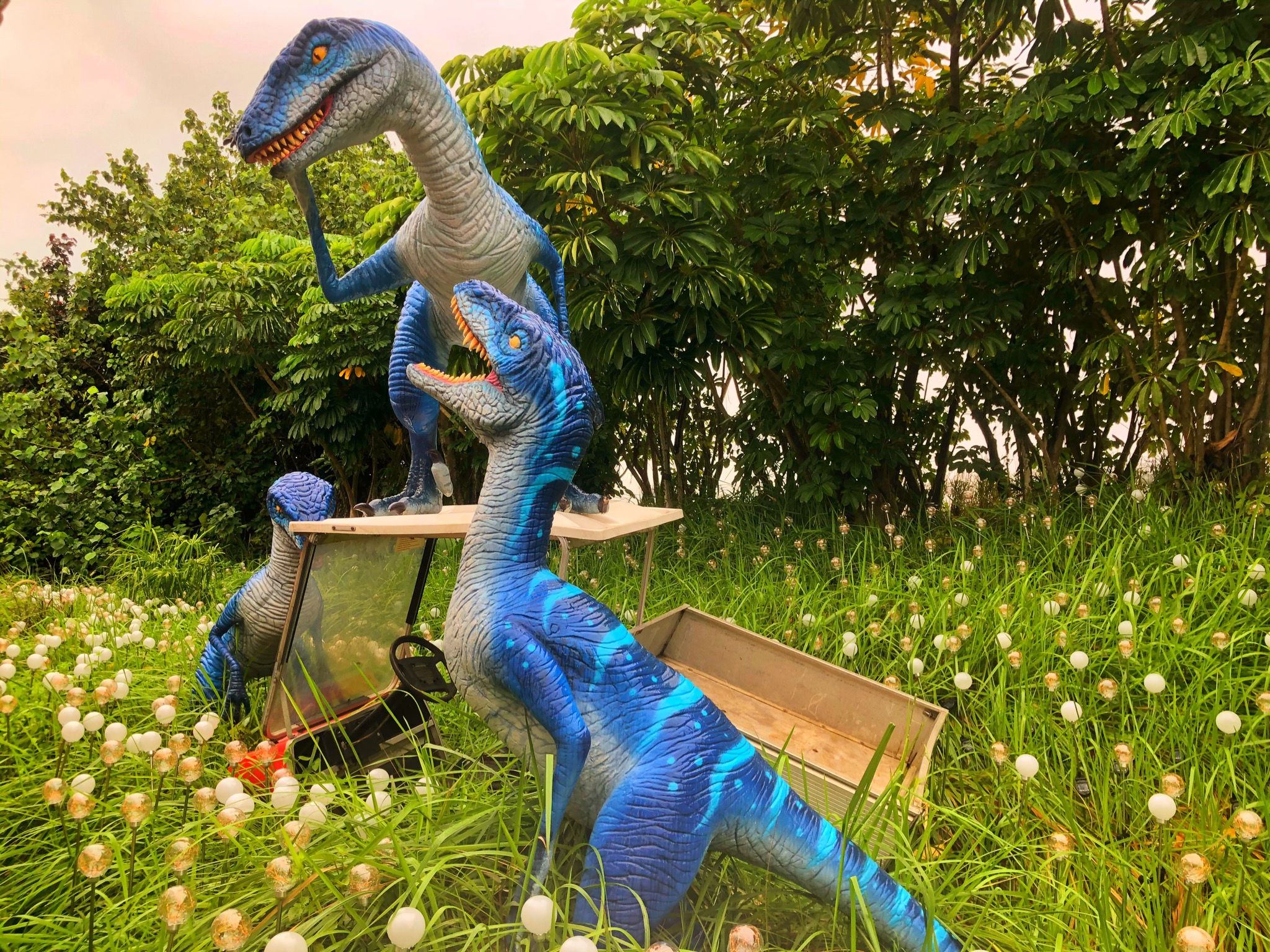 raptors scaring golfers at changi jurassic mile